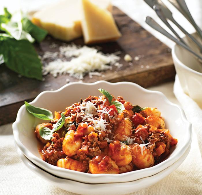 ماکارونی با سس بلونز  pasta-with-bolognese-sauce