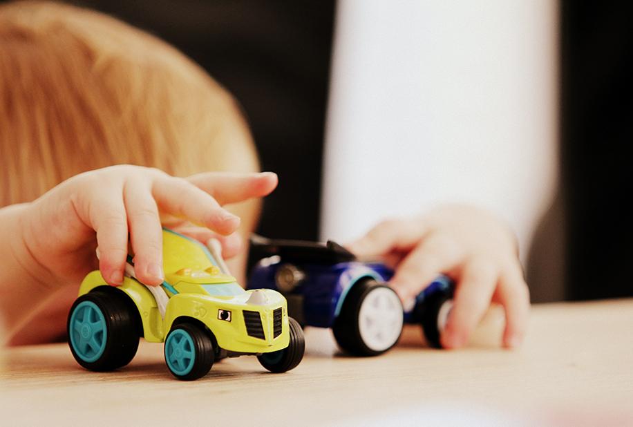 بازی درمانی کودکان   children's play therapy